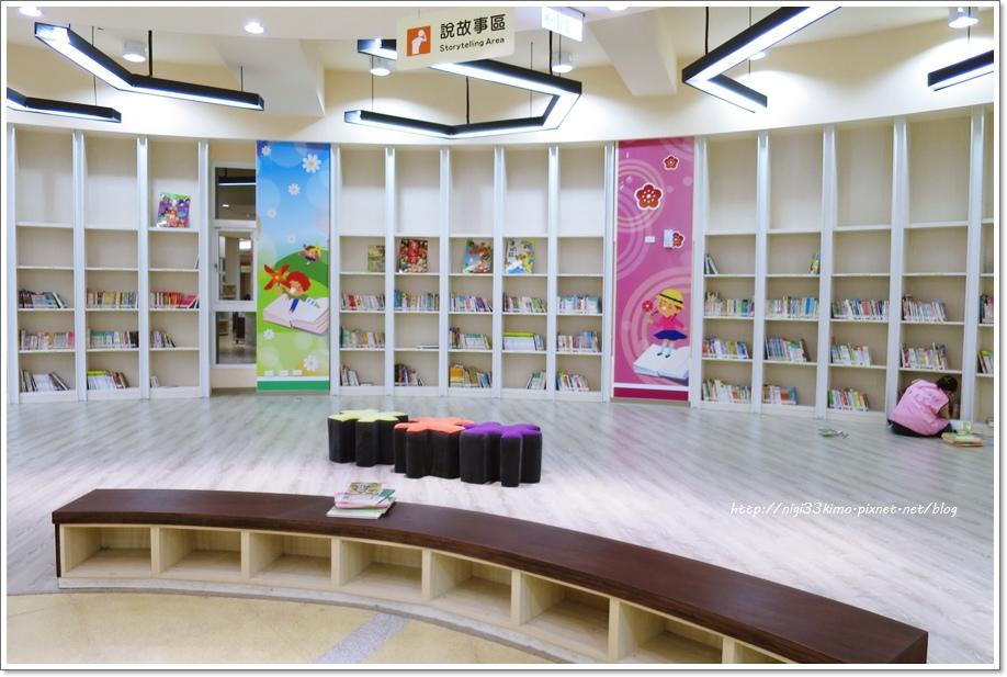 高雄市立圖書館河堤分館13.JPG