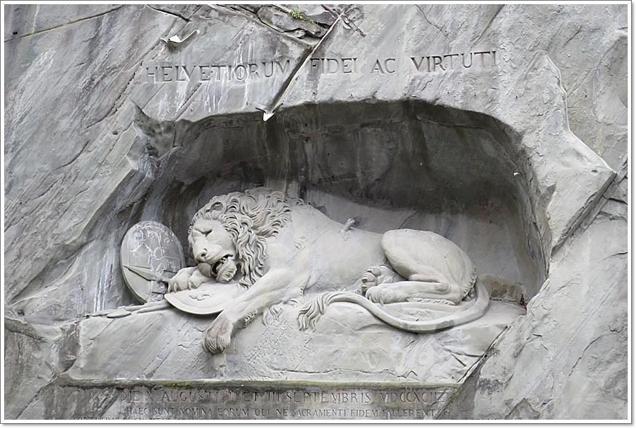 獅子紀念碑1