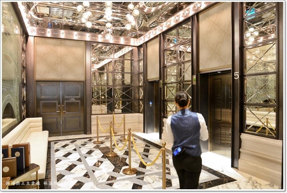 巴黎軒鐵塔餐廳01.JPG
