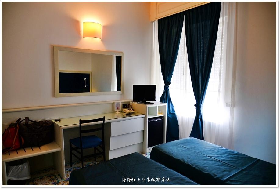 卡布里島上飯店10.JPG