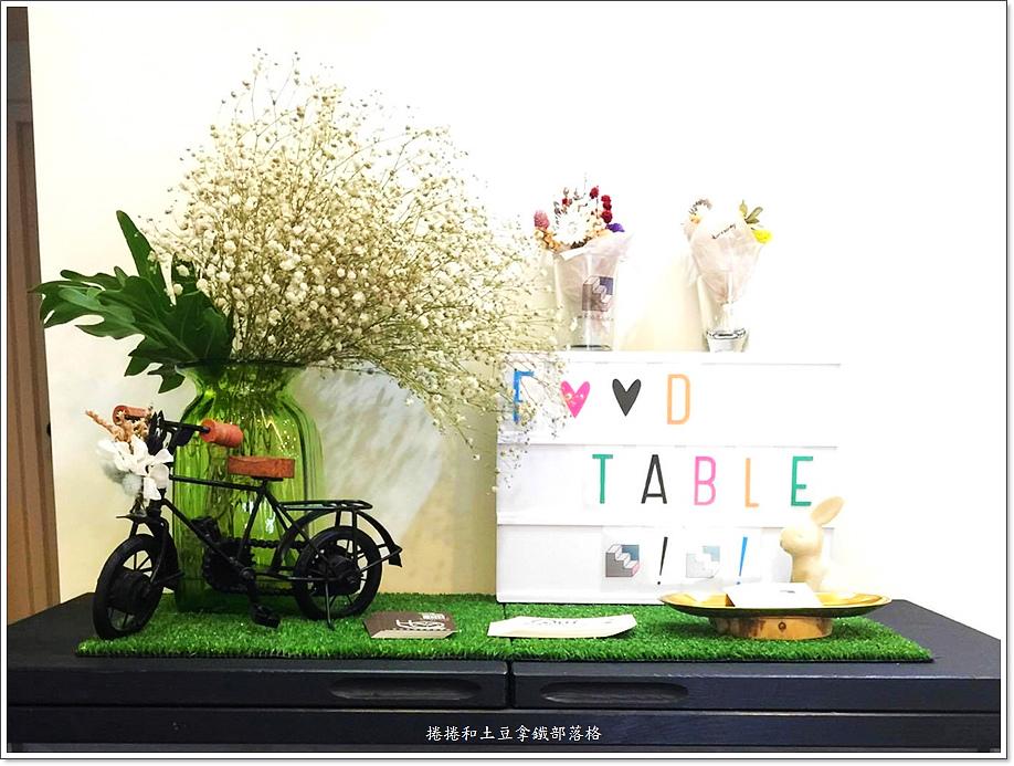 樓上餐桌 (2)