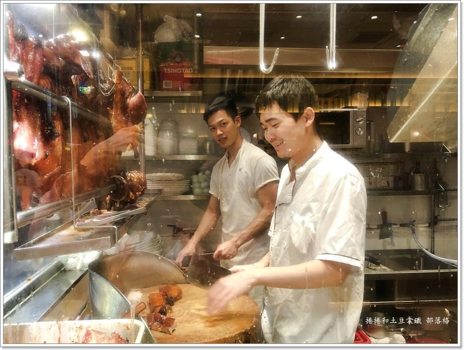 囍運燒臘餐廳小廚06.JPG
