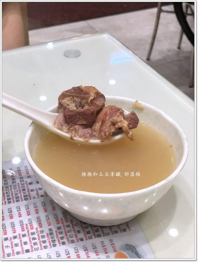囍運燒臘餐廳小廚12.JPG
