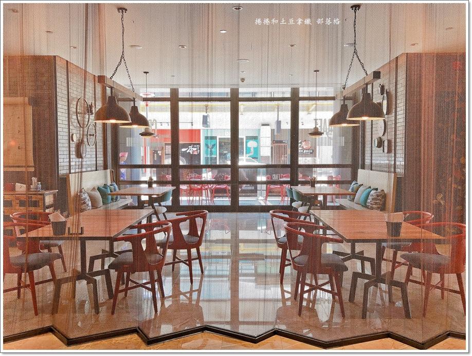 英迪格一樓咖啡廳03.JPG