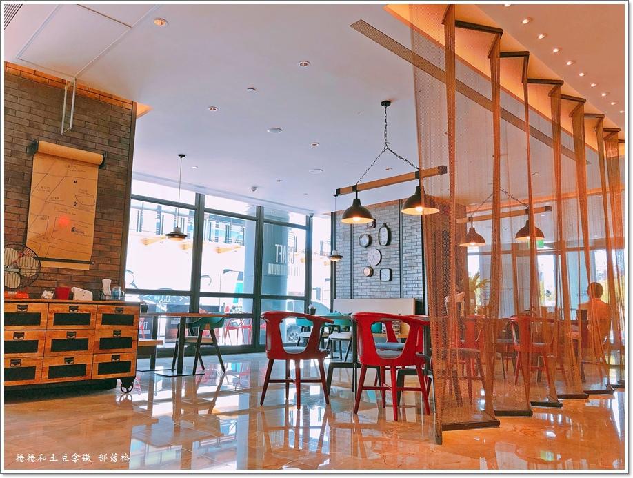 英迪格一樓咖啡廳04.JPG