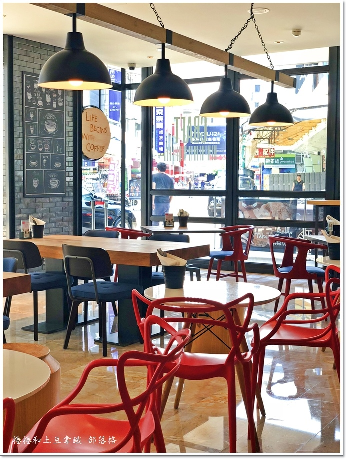 英迪格一樓咖啡廳05.JPG