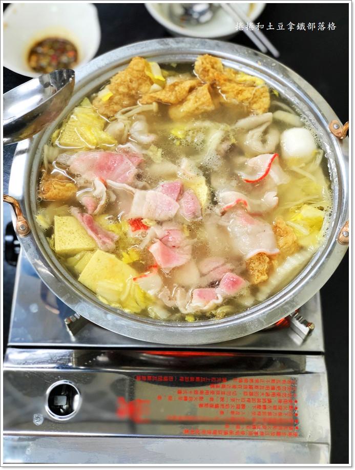 金東北酸菜白肉鍋