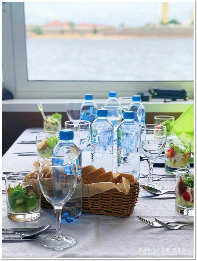 涅瓦河遊船午餐06.JPG