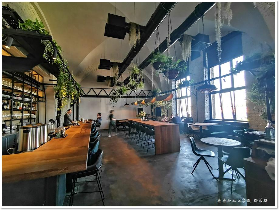 晚餐牛排工業風餐廳06.jpg
