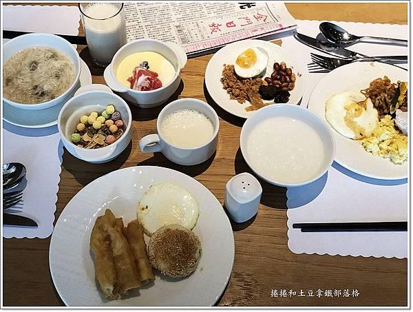 金湖飯店早餐.JPG