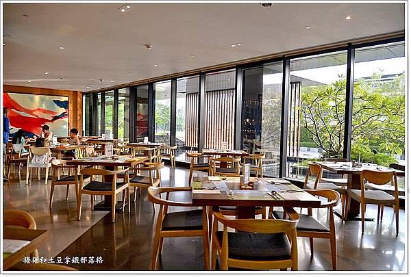台南皇冠假日酒店早餐-1.JPG