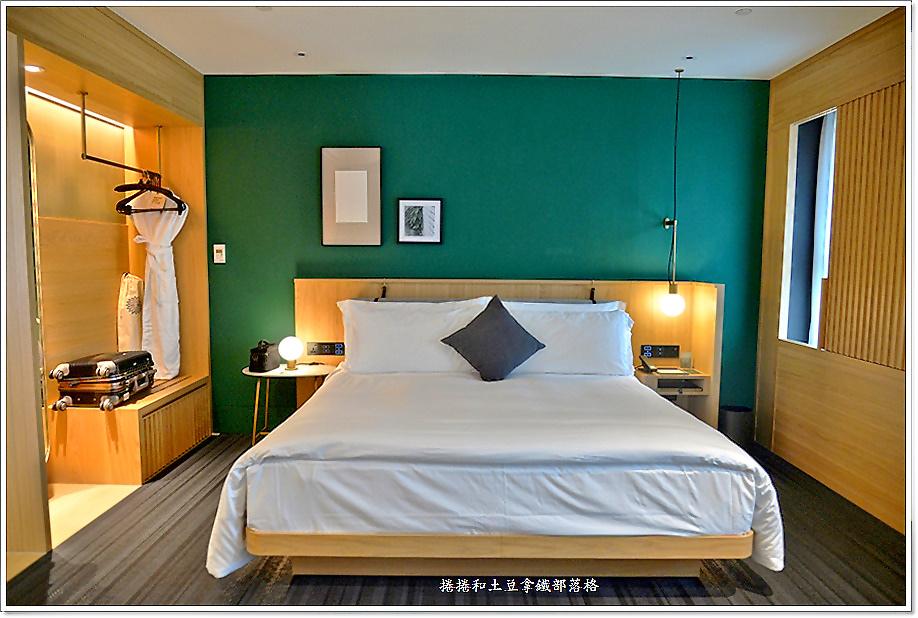 金普頓酒店客房-12.JPG