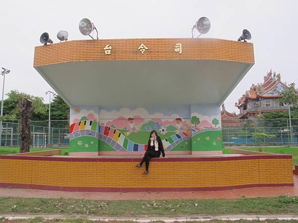 20131221_屋頂上的貓 中溪國小司令台