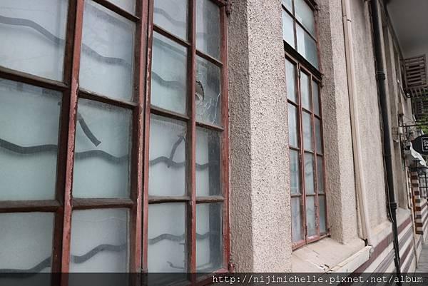 常德公寓的窗櫺