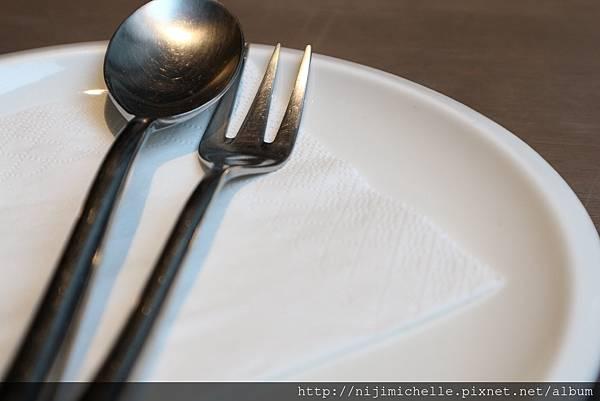 餐廳的餐具感覺好像很威