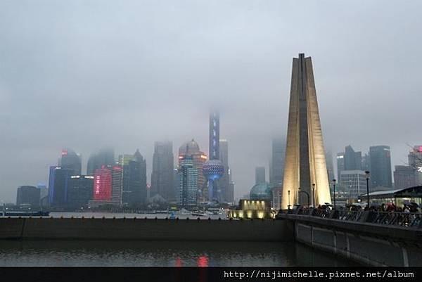 上海,雨中的霧濛濛