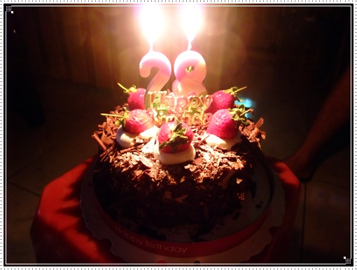 今年生日有蠟燭也有蛋糕了哈