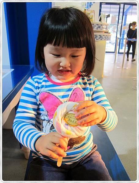 她選了棒棒糖