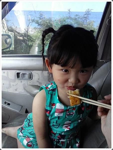 媽咪我只能接受在車上吹冷氣看海吃早餐