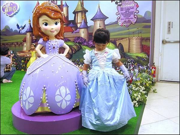 每天都說自己是公主的她真的變成公主了ㄎㄎ