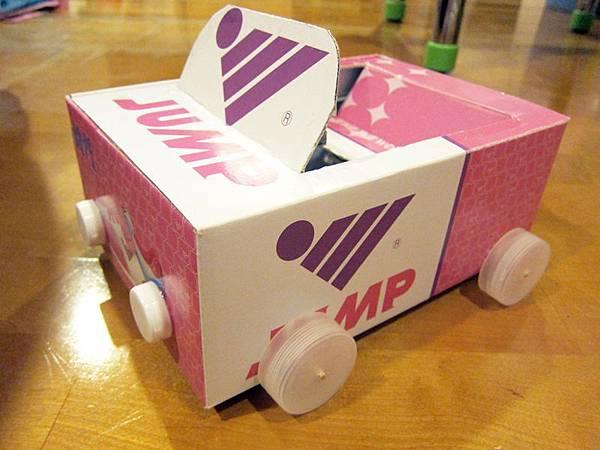 11/24 登愣~媽咪手作的紙盒車!
