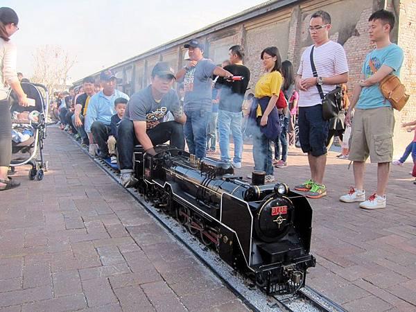 買預售票的人才可以搭蒸汽車