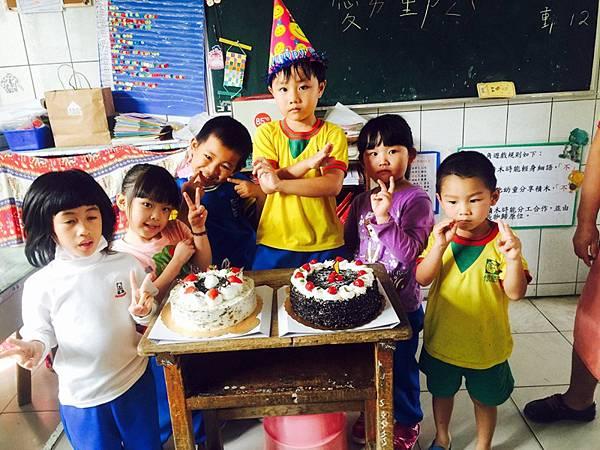 班上3月過生日的同學好多! 不知道第幾個蛋糕了ㄎㄎ