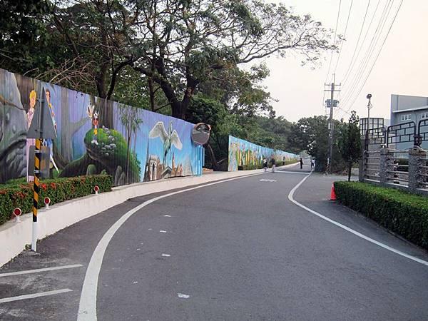 新的下半段彩繪牆