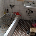 真的每個人的外婆家浴室都長這樣