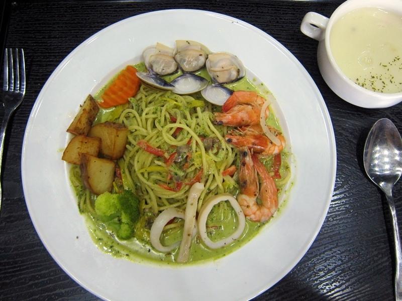 菜單上有青醬海鮮義大利麵就是我一定會點的