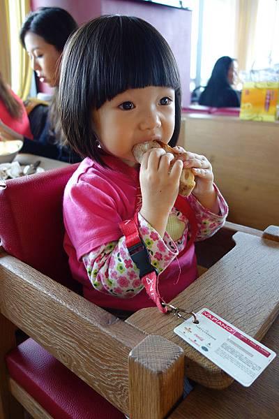 VIPIANO_F吃麵包.jpg