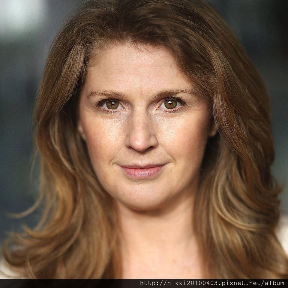Sara Louisa Parry01