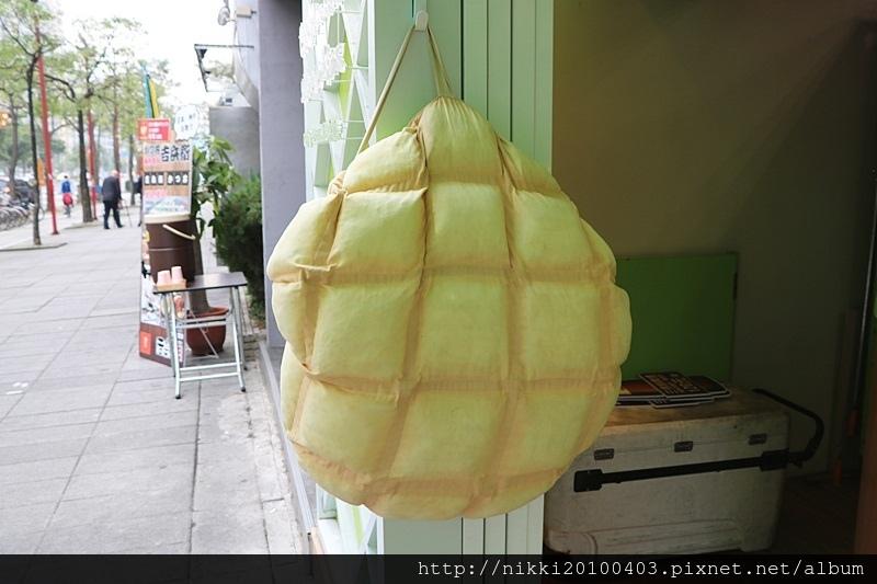 世界第二好吃的現烤冰淇淋菠蘿麵包台北信義店 (2).JPG