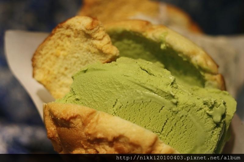 世界第二好吃的現烤冰淇淋菠蘿麵包台北信義店 (13).JPG