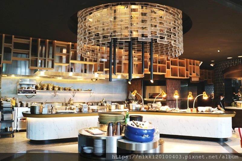 T.R Bar %26; Kitchen (9).JPG