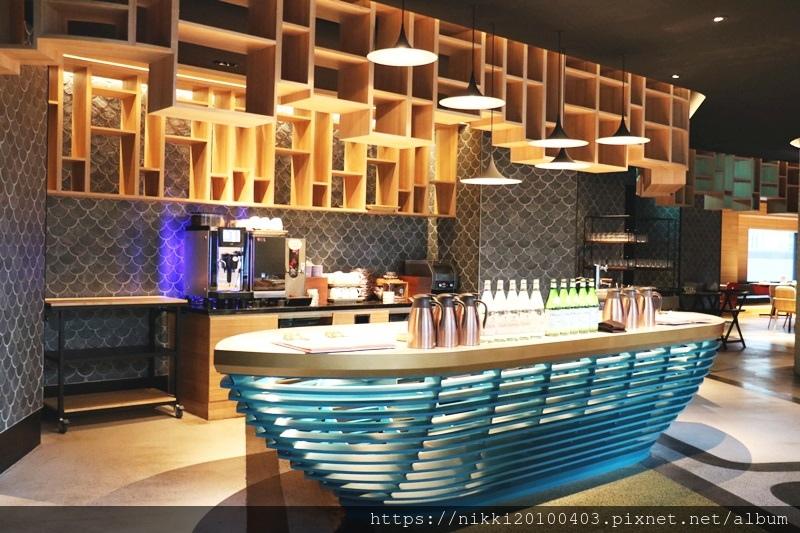 T.R Bar %26; Kitchen (12).JPG