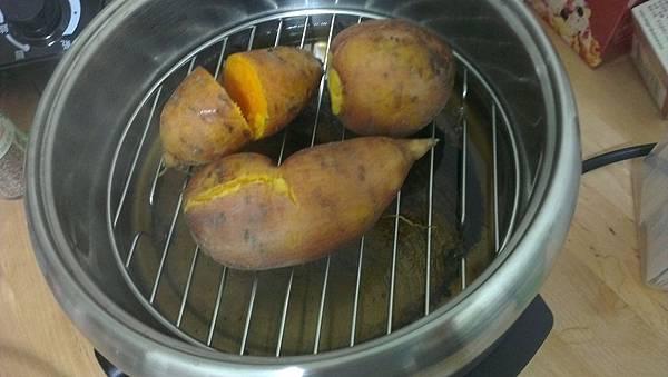 康是美史努比蒸煮烤三用電火鍋