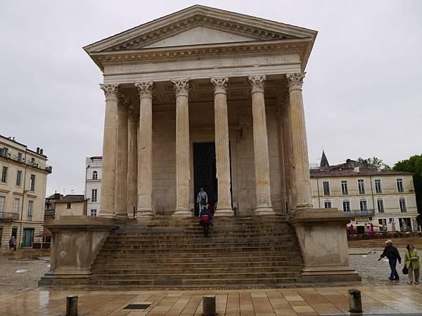 Maison carree 希臘神殿