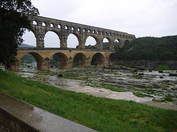嘉德水道橋(Pont du Gard)