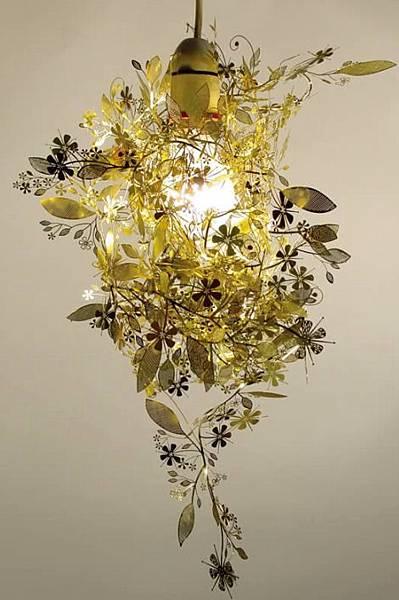 artecnica-garland-light-brass.jpg