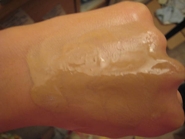 EL sunscreen emulsion spread out