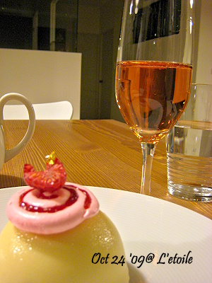 14-Amelie with Pink champagne.jpg