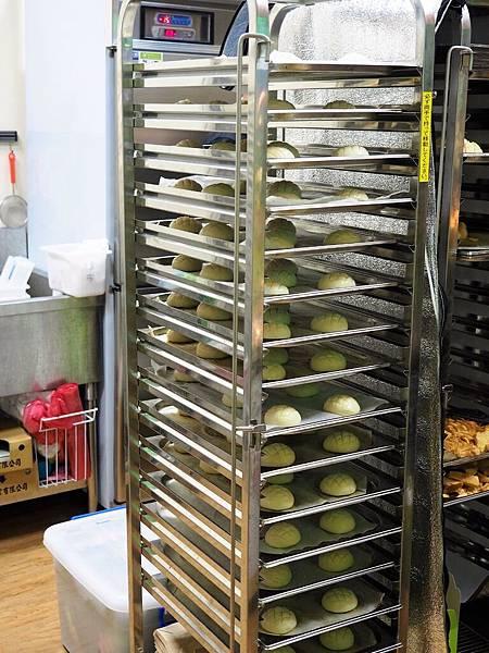 世界第二好吃的現烤冰淇淋菠蘿麵包5.jpg