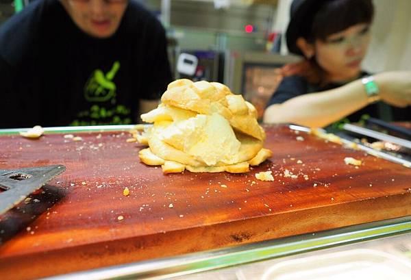 世界第二好吃的現烤冰淇淋菠蘿麵包11.jpg