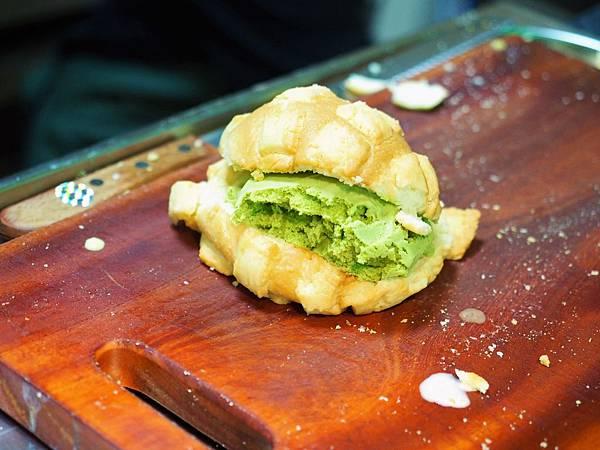 世界第二好吃的現烤冰淇淋菠蘿麵包17.jpg