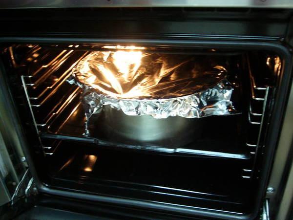用鍋子裝,錫箔紙蓋上,烤上四十分鐘