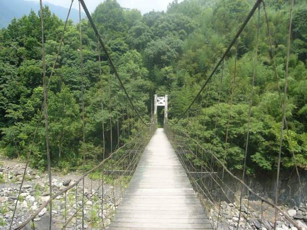 途中的吊橋