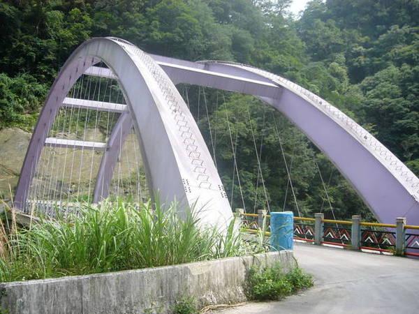 過了司馬庫斯大橋(其實橋很小)路況變得很差,要小心行駛