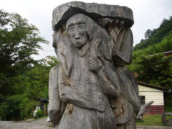 部落裡的木雕 1