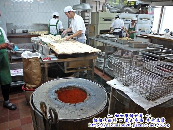 阜杭豆漿桌上的燒餅海